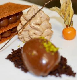 Nougatmousse mit Haselnüssen und Schokoladen- sorbet